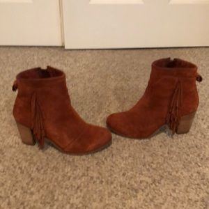 Toms rust suede fringe booties boots size 7